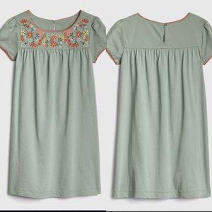 Gap floral embroidered dress sage green above knee
